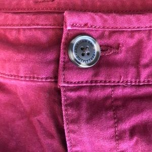 American Eagle Outfitters Shorts - AMERICAN EAGLE midi chino maroon shorts